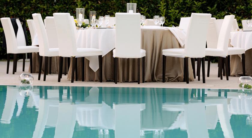 Ricevimento a bordo piscina: Hotel Il Raffinato