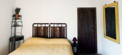 Camera Tino con letto antico