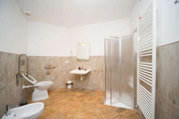 Casa-vacanze bagno-privato box doccia e asciugamani Bardonecchia