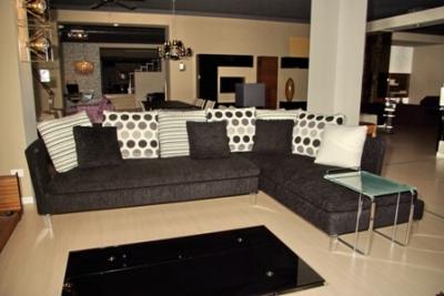 Divano con penisola in stile moderno completo di maxi - Cuscini moderni divano ...