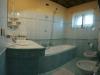 Bagno elegante con vasca