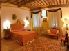 Sala da notte con splendidi arredi