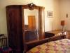 camera matrimoniale con letto aggiunto in casale