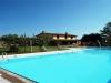 ampia piscina privata