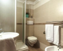 Camera con bagno in hotel a Minturno