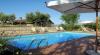 Agriturismo a Perugia: scorcio con piscina