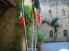 castello-esterno-bandiere