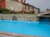 piscina con leggera cascata rilassante