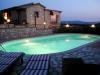 piscina vista notturna